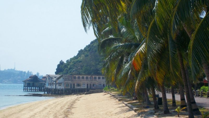 Beach in Pulau Sambu Batam (pic panoramio.com)