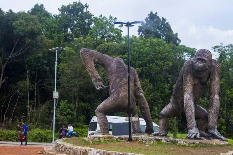 Patung Gorilla sebagai tujuan keempat Tour 1 Hari Bintan