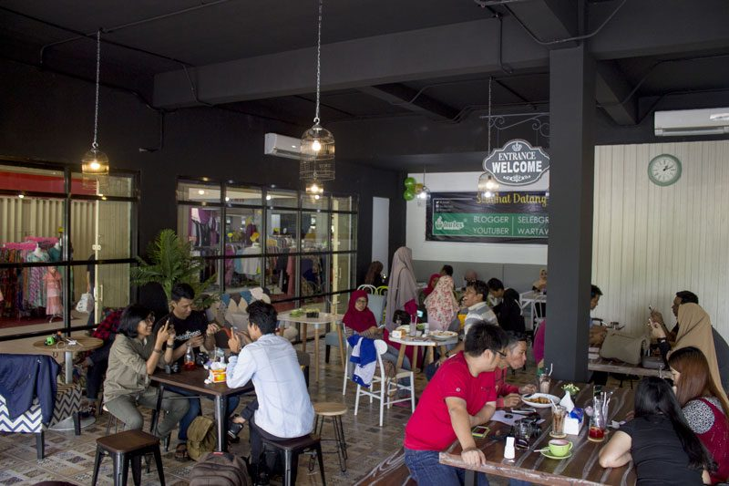 Suasana Tea Box Cafe