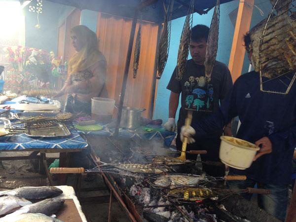 Berburu Takjil dan Seafood Lezat