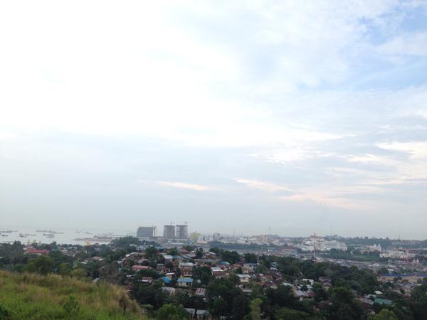 Pemandangan dari atas bukit Tanjung Uma