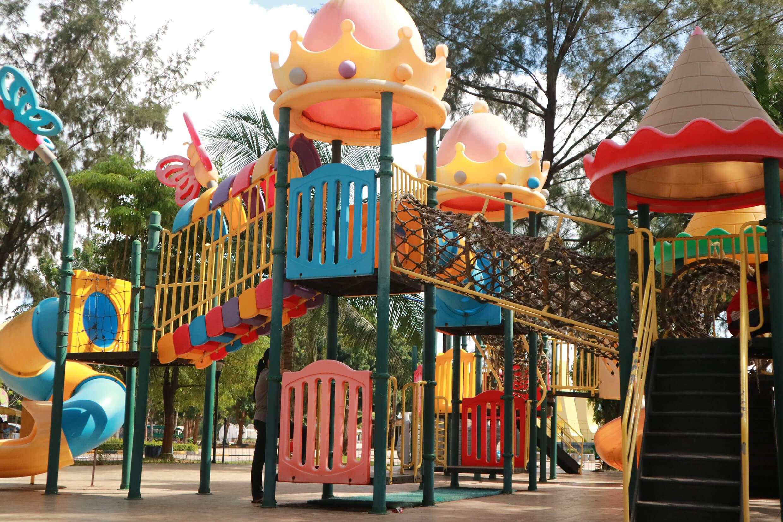 Taman Bermain Outdoor Anak-anak di Mega Wisata New Ocarina