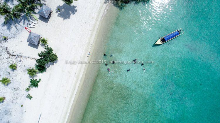 Pantai Dedap di Pulau Dedap