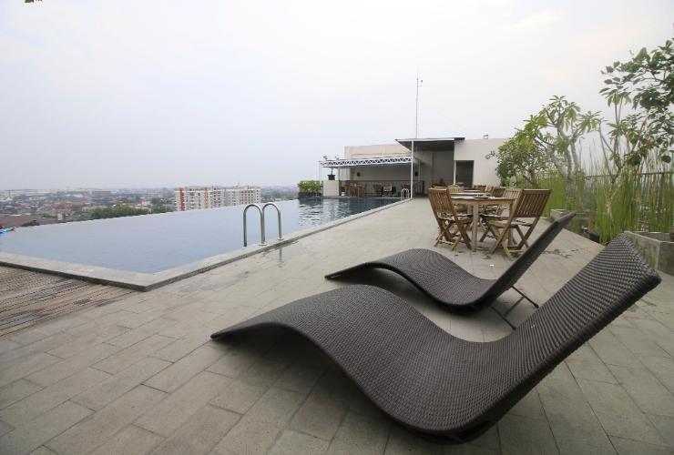 Salah satu fasilias kolam renang di salah satu apartemen di Jogja