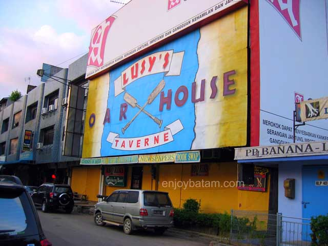 Batam Nightlife Lucy's OarHouse