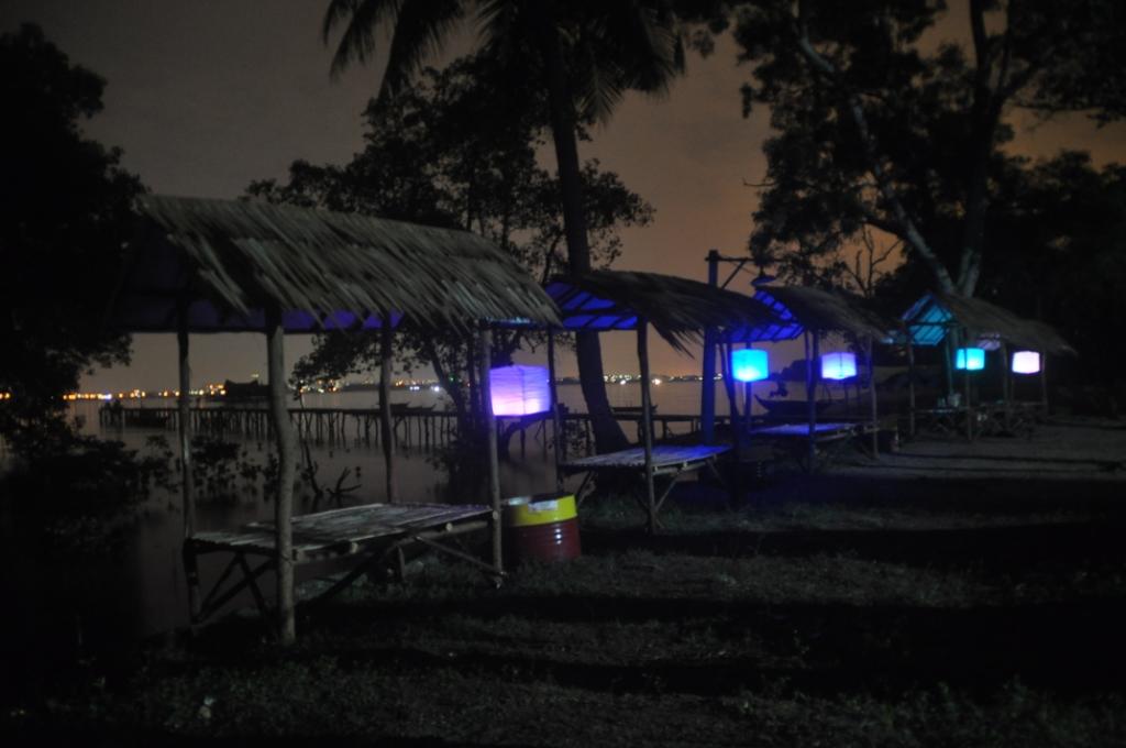 Pondok Tepi Pantai Malam