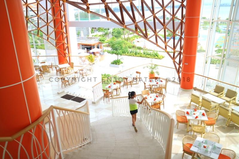 Lobby menuju ke restoran