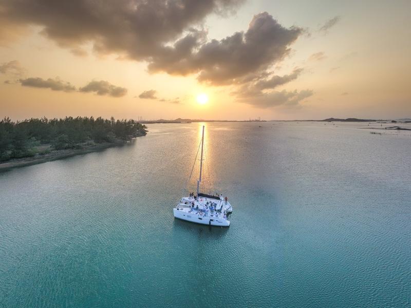 Yacht dan Senja